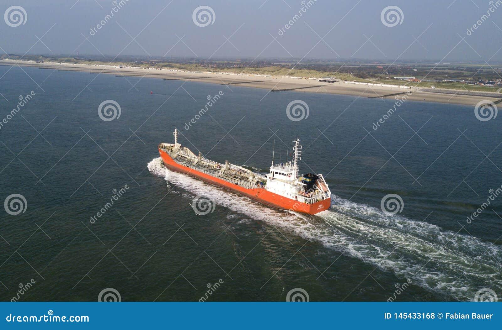 Schiff auf dem Meer aus dera Luft