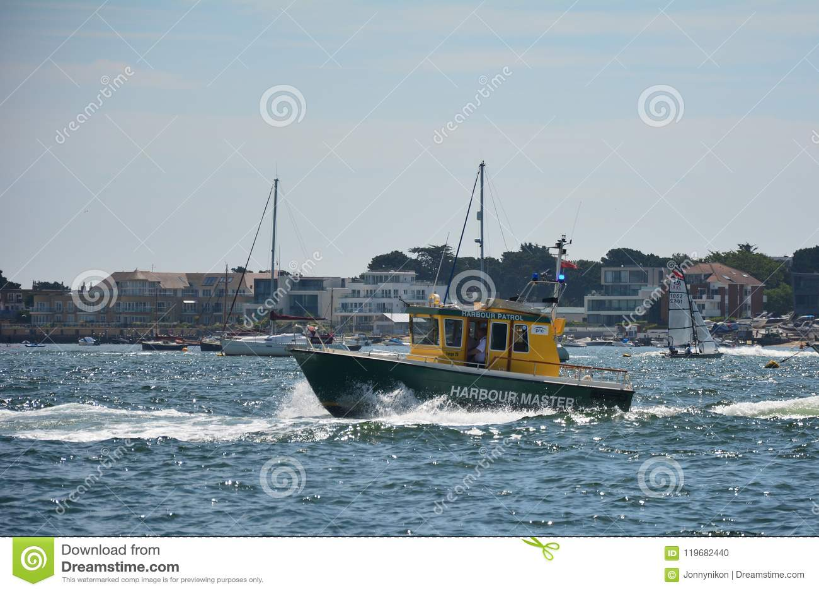 Schiff EEMSLIFT HENDRIKA, die Poole-Hafen betritt