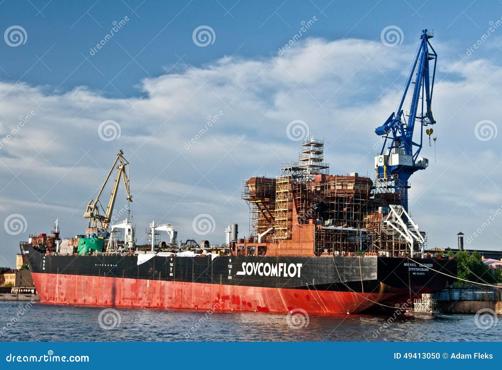 Download Schiff in einer Werft redaktionelles bild. Bild von vollenden - 49413050
