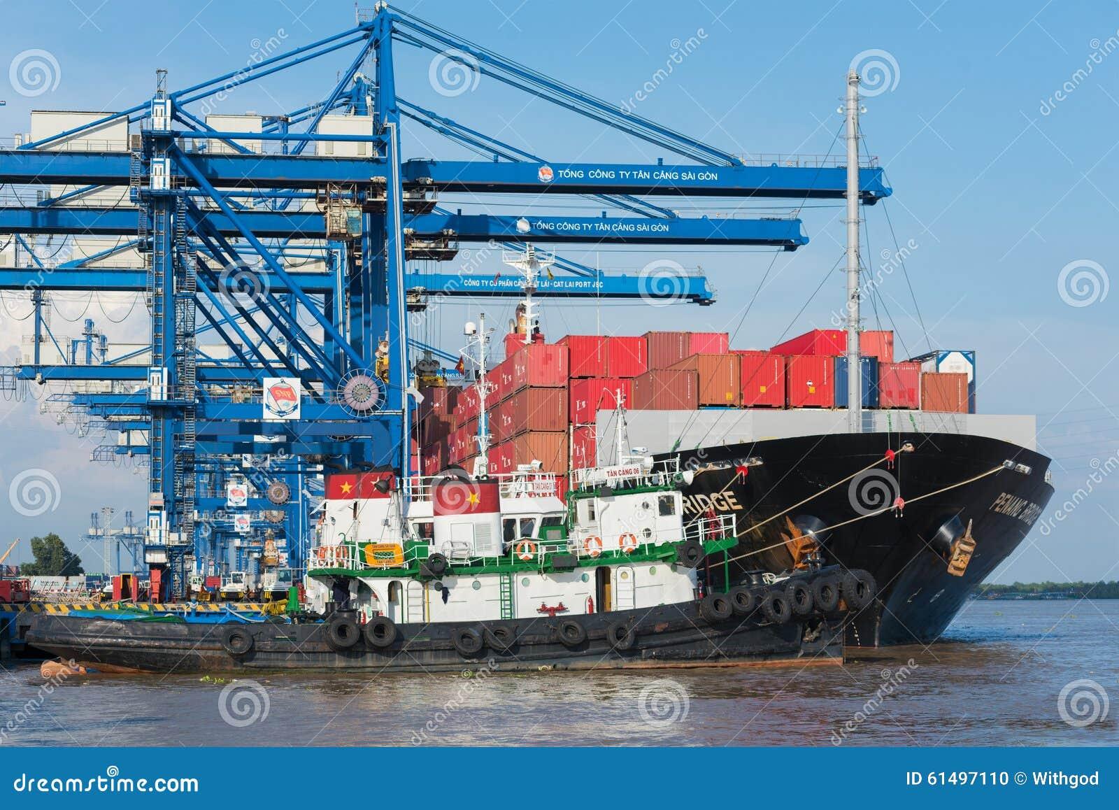Schiff mit Frachtbehältern