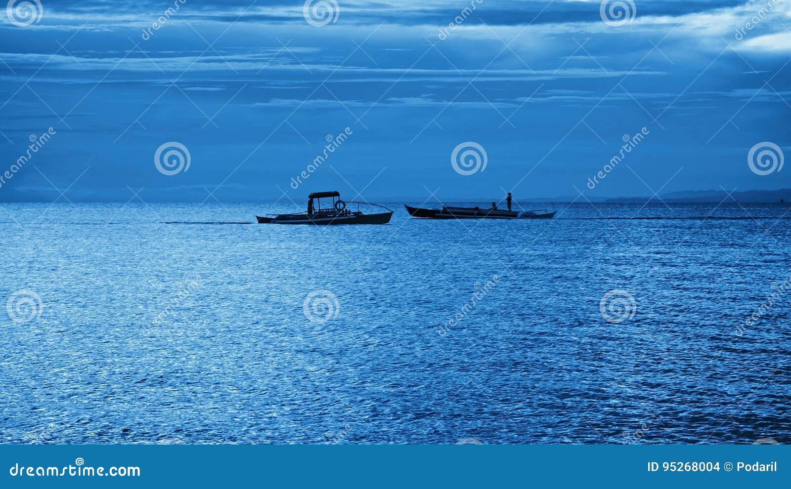 Schiffe auf dem Horizont
