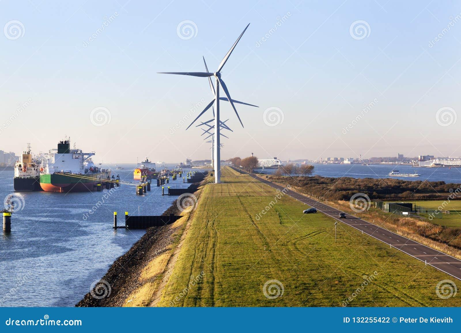 Schiffe festgemacht im Hafen von Rotterdam