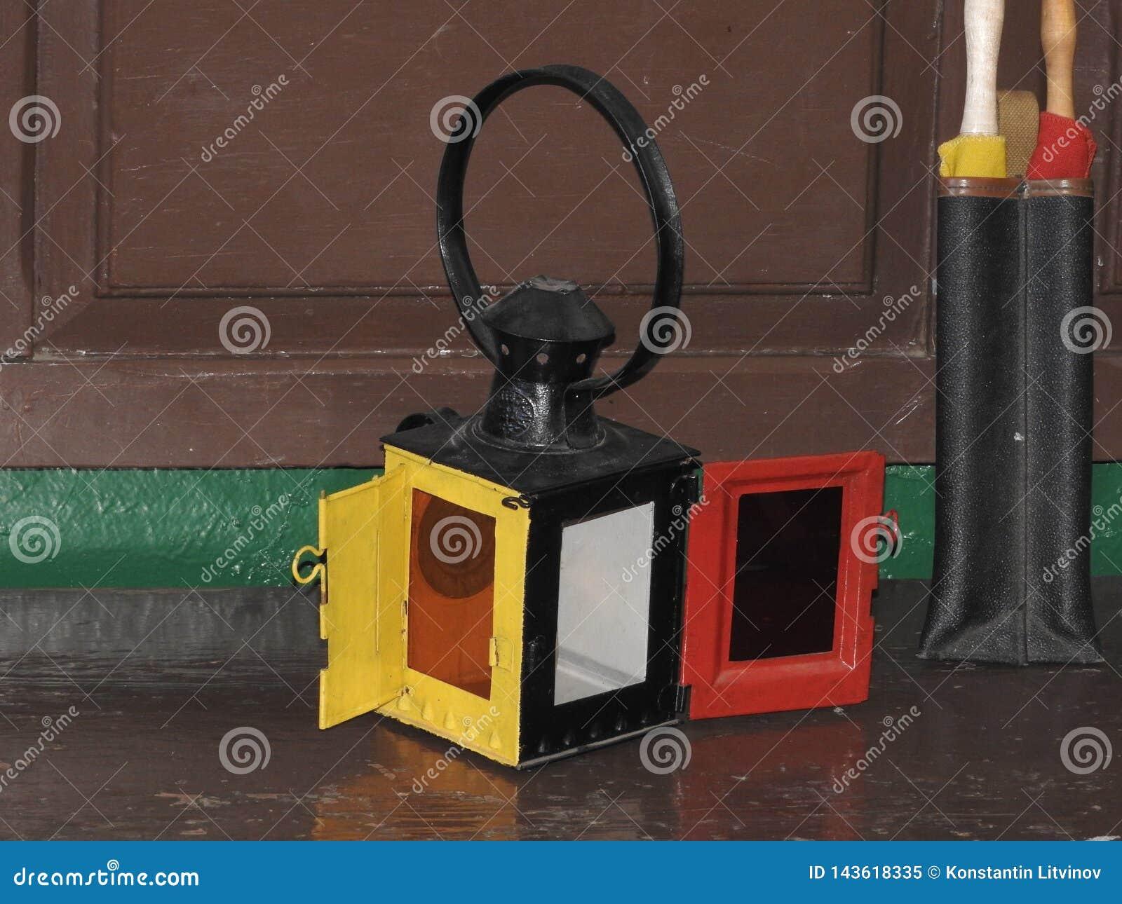 Schijf dialer van oud uitstekend zwart telefoonclose-up