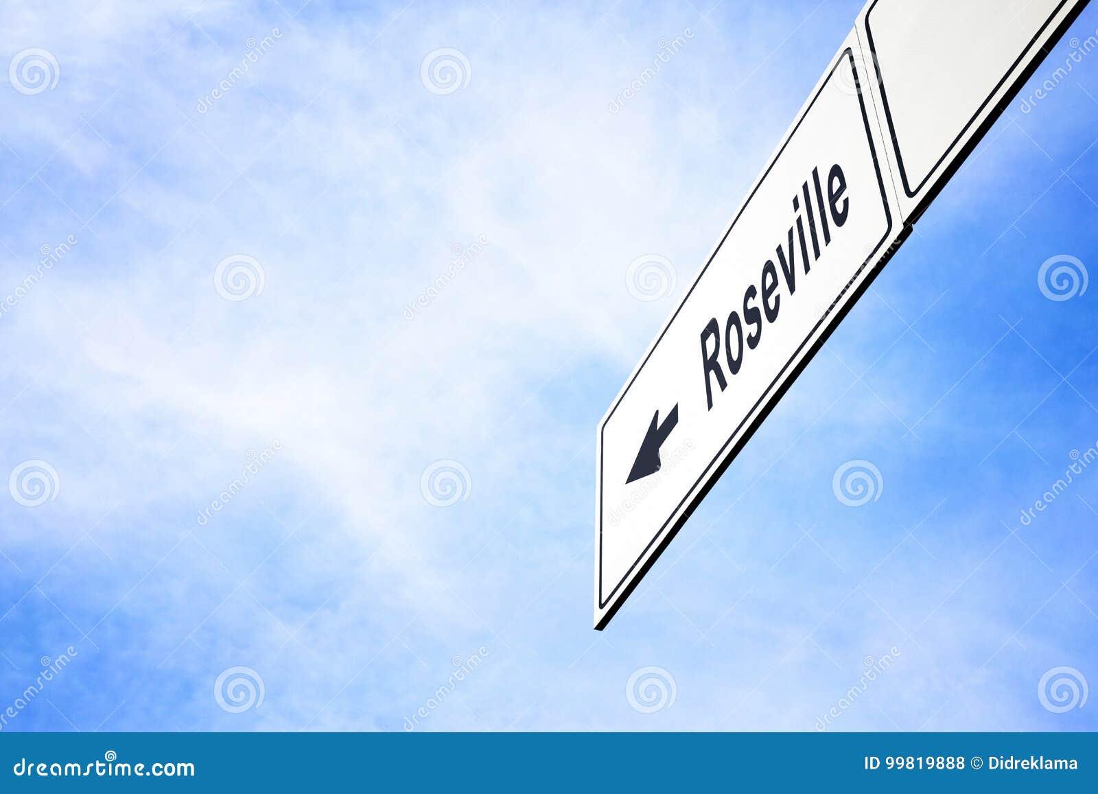 Schild, das in Richtung zu Roseville zeigt