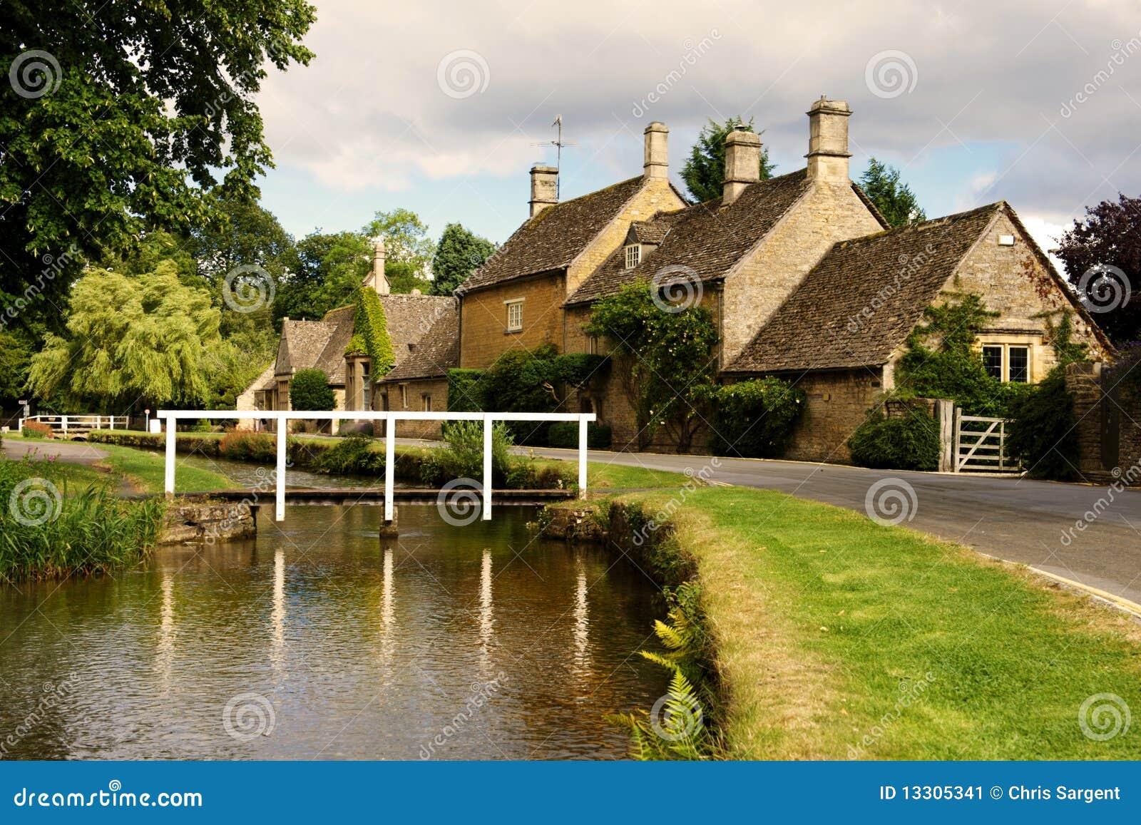 Schilderachtige dorp en rivier