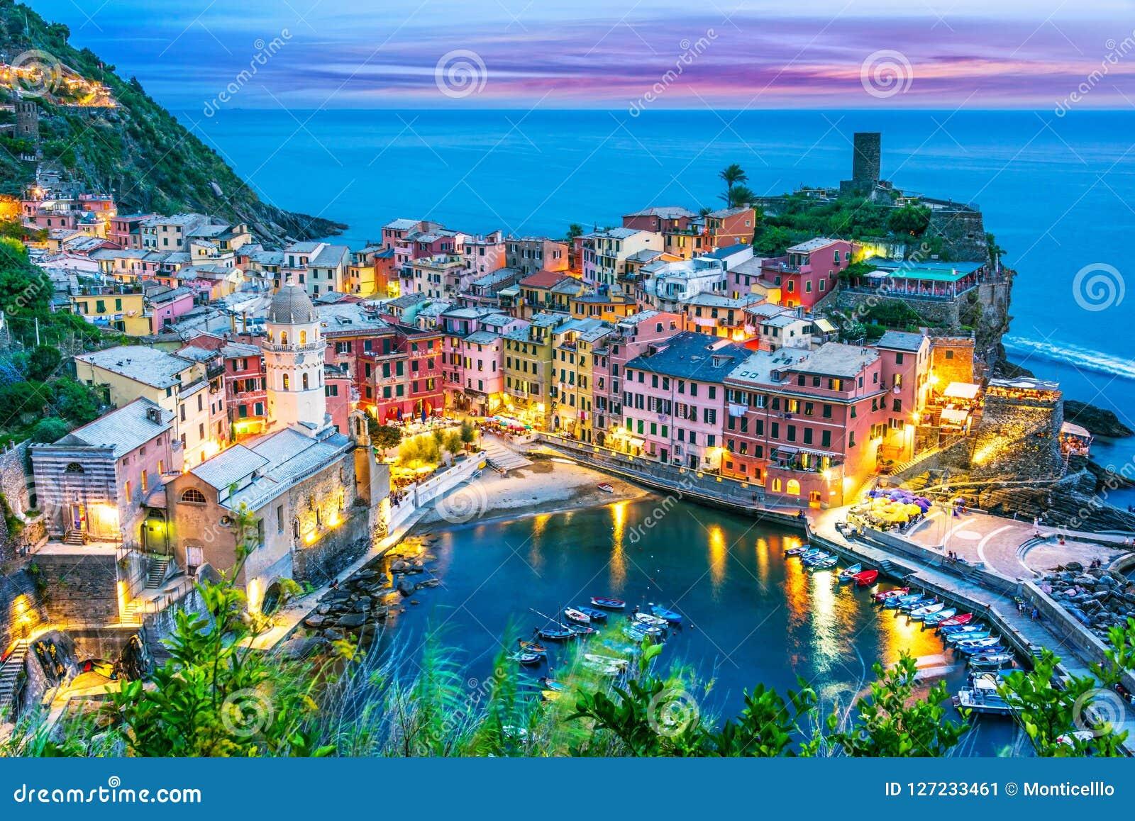Schilderachtige stad van Vernazza, Ligurië, Italië