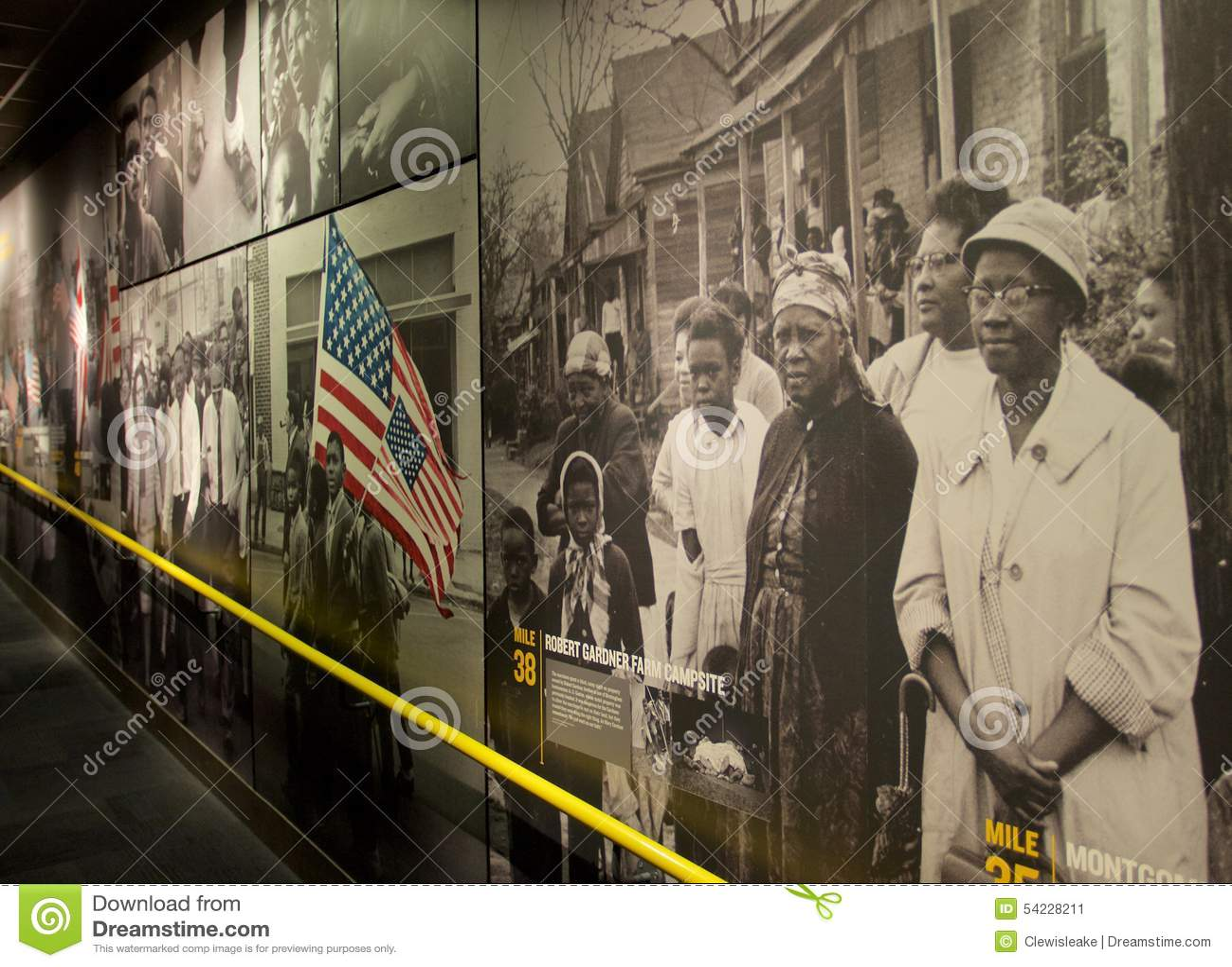 Schildergeschiedenis van Afrikaanse Amerikanen binnen het Nationale Burgerrechtenmuseum in Lorraine Motel