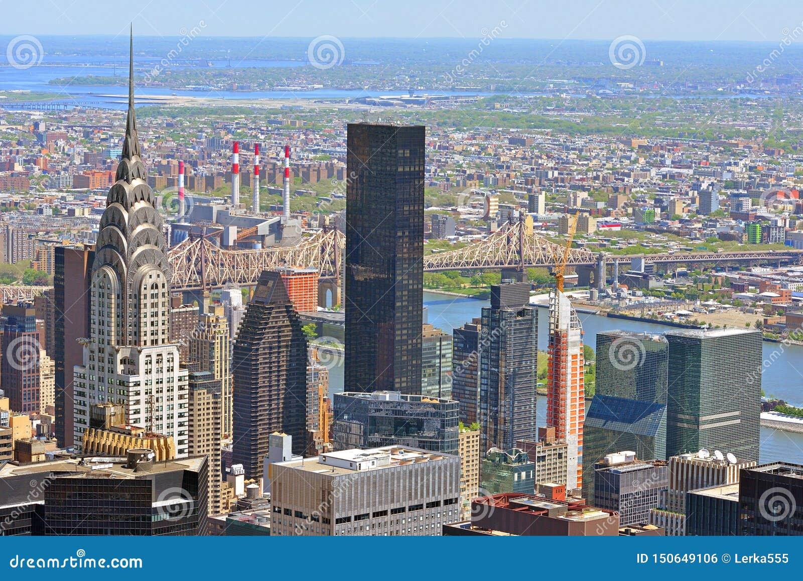 Schildpadbaai in Uit het stadscentrum Manhattan, en Queensboro-Brug over de Rivier van het Oosten De Stad van New York