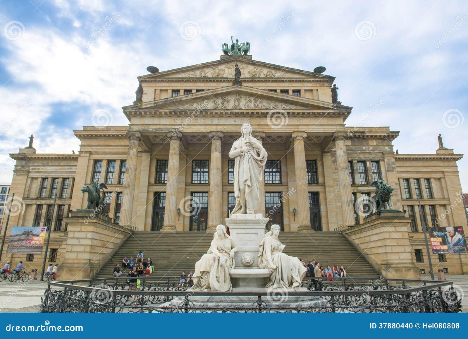 Schillermonument en Concertzaal