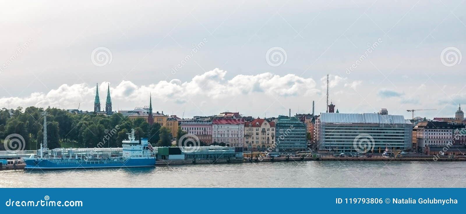 Schip bij de dijk, Helsinki, Finland wordt vastgelegd dat