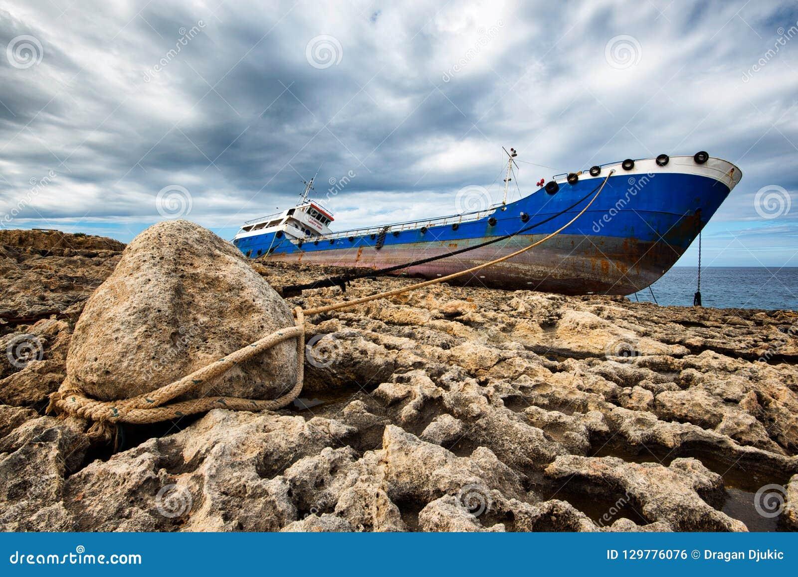 Schipbreuk aan een steen in Malta wordt gebonden dat