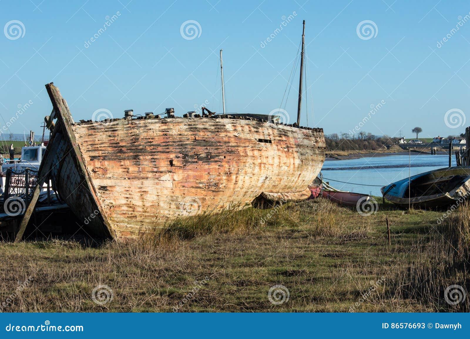 Schipbreuk of zeer oude boot