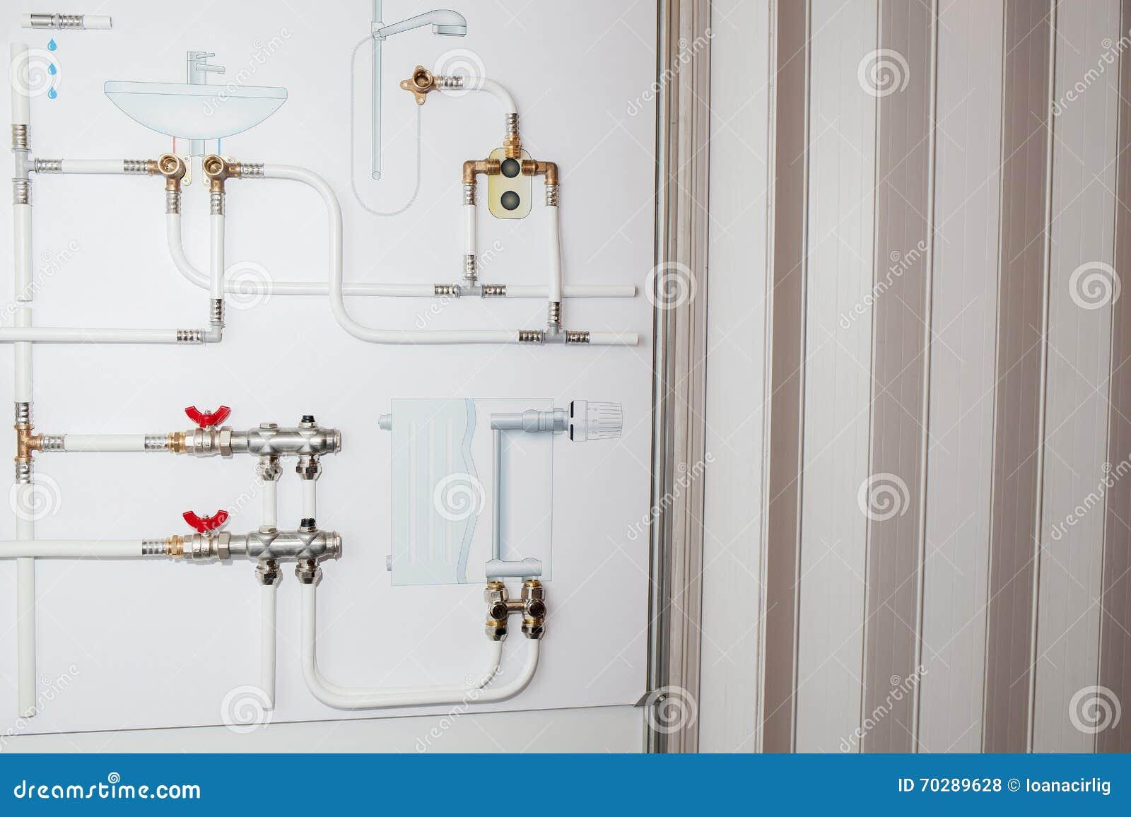 Schizzo dei dispositivi di impianto idraulico del bagno