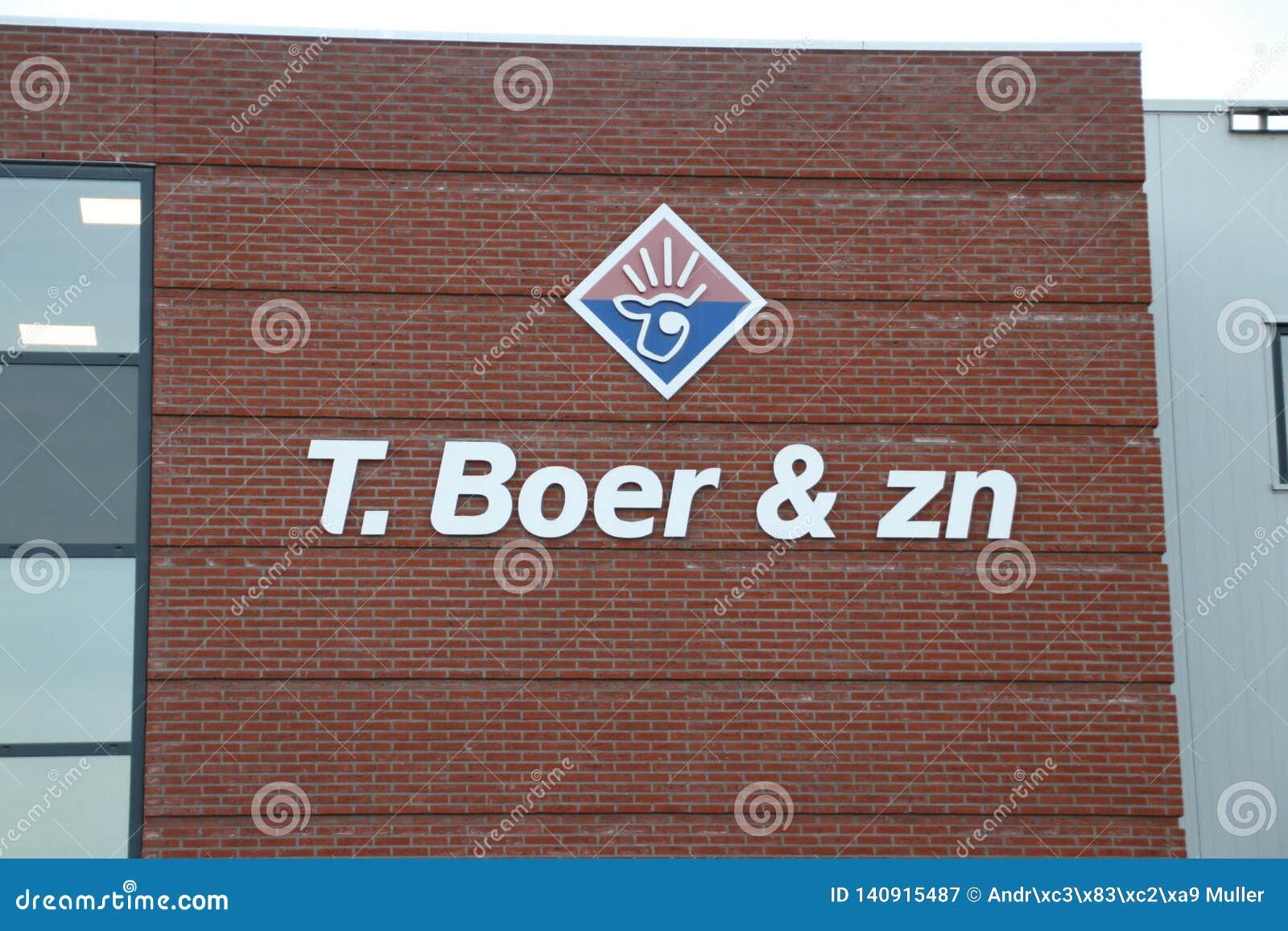 Schlachthaus-Boer, in dem Rindfleischkalb geschlachtet und für Restaurants in aan Höhle IJssel Nieuwerkerk die Niederlande vorber