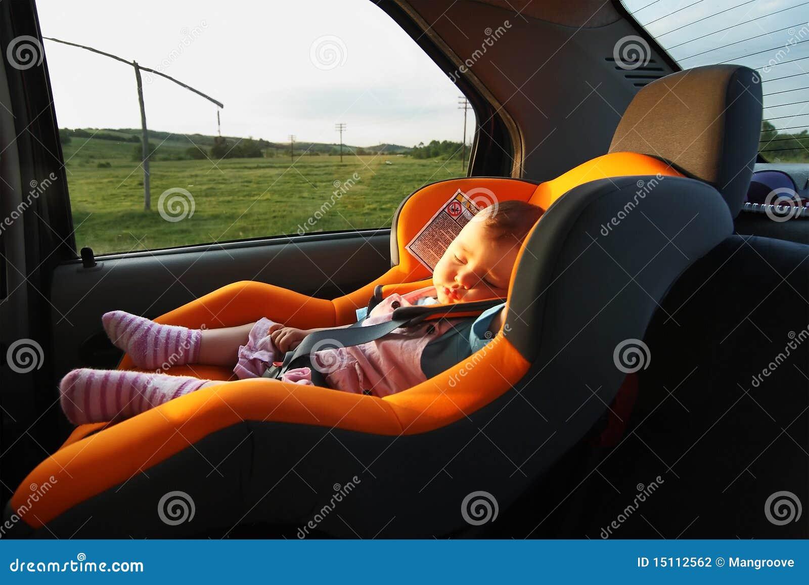schlafen im auto auf dem methodenhaus stockfoto bild von. Black Bedroom Furniture Sets. Home Design Ideas