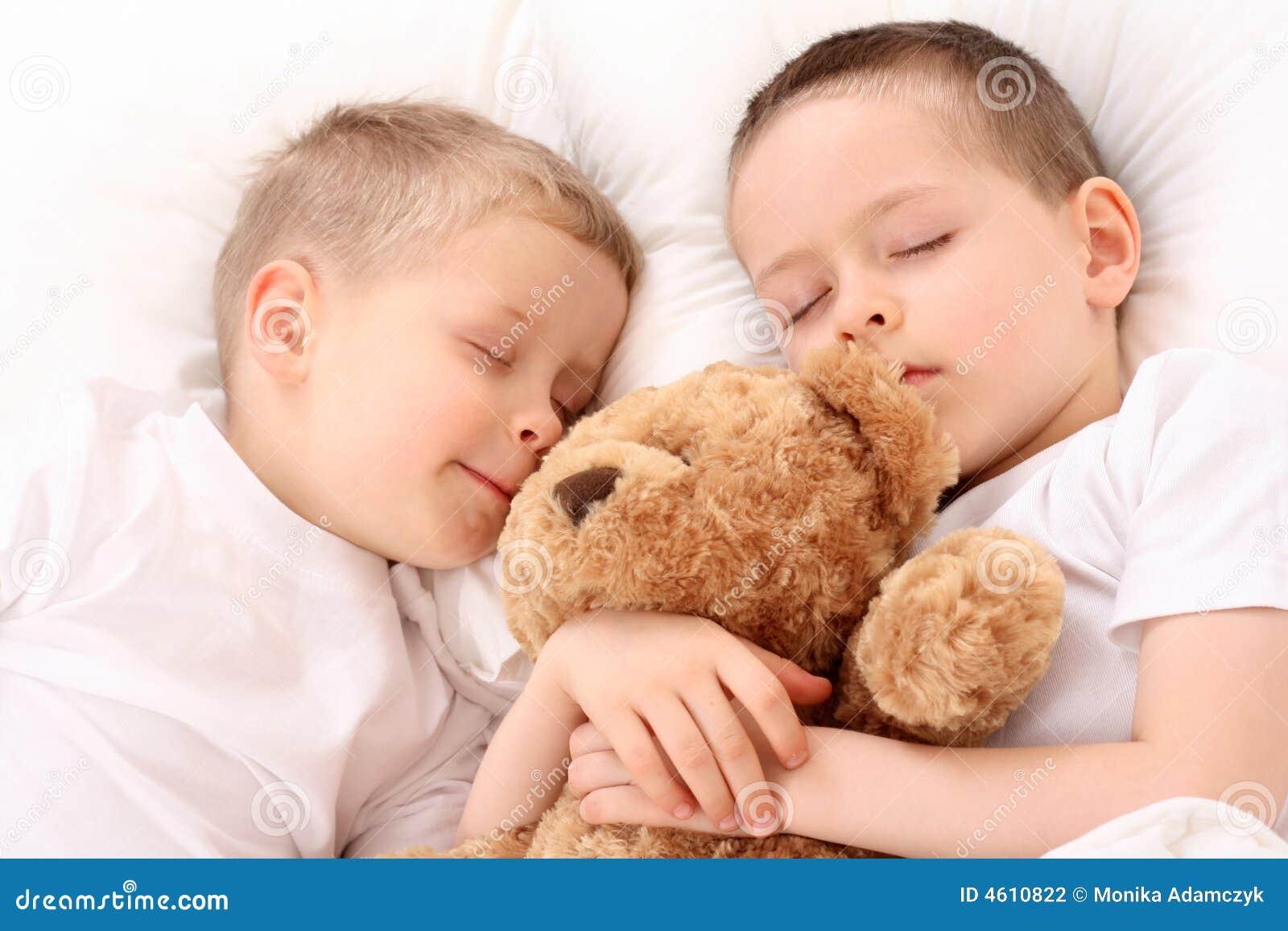 Schlafende Kinder stockfoto. Bild von vorschüler, nacht ...