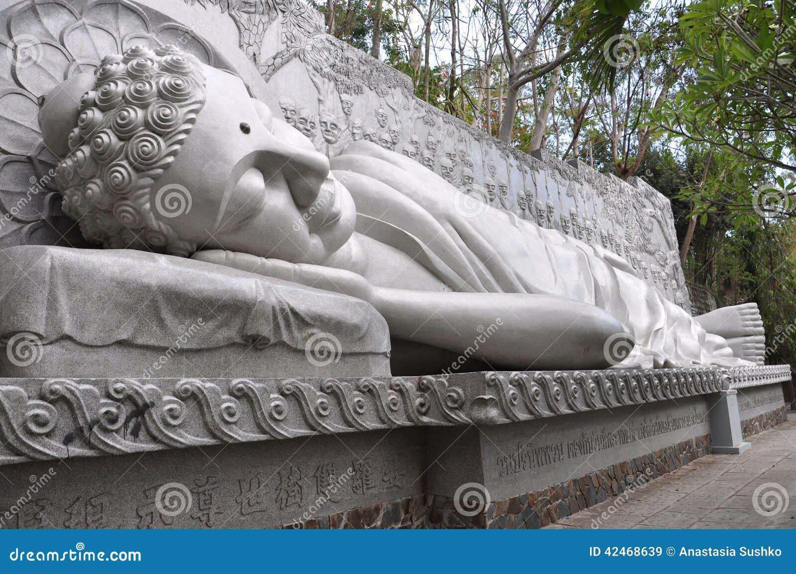 Schlafender Buddha an der langen Sohn-Pagode in Nha Trang