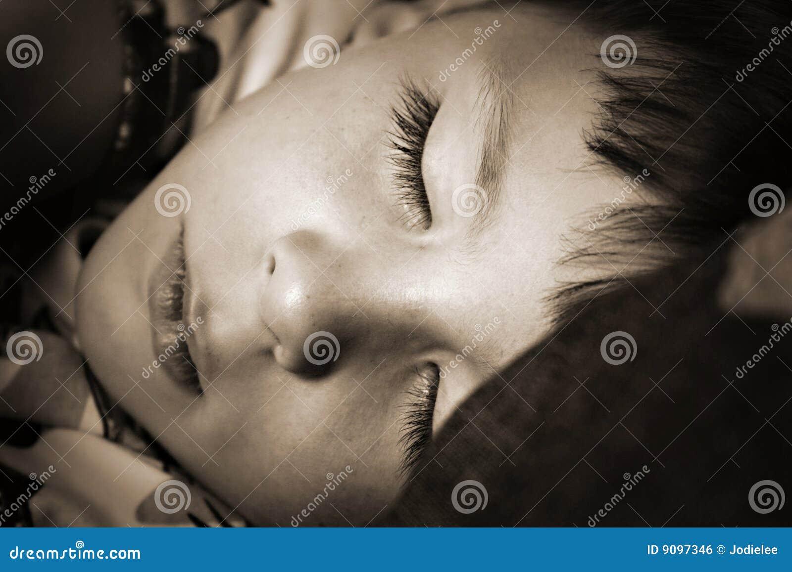 Schlafenjungenkind-Haarzeit