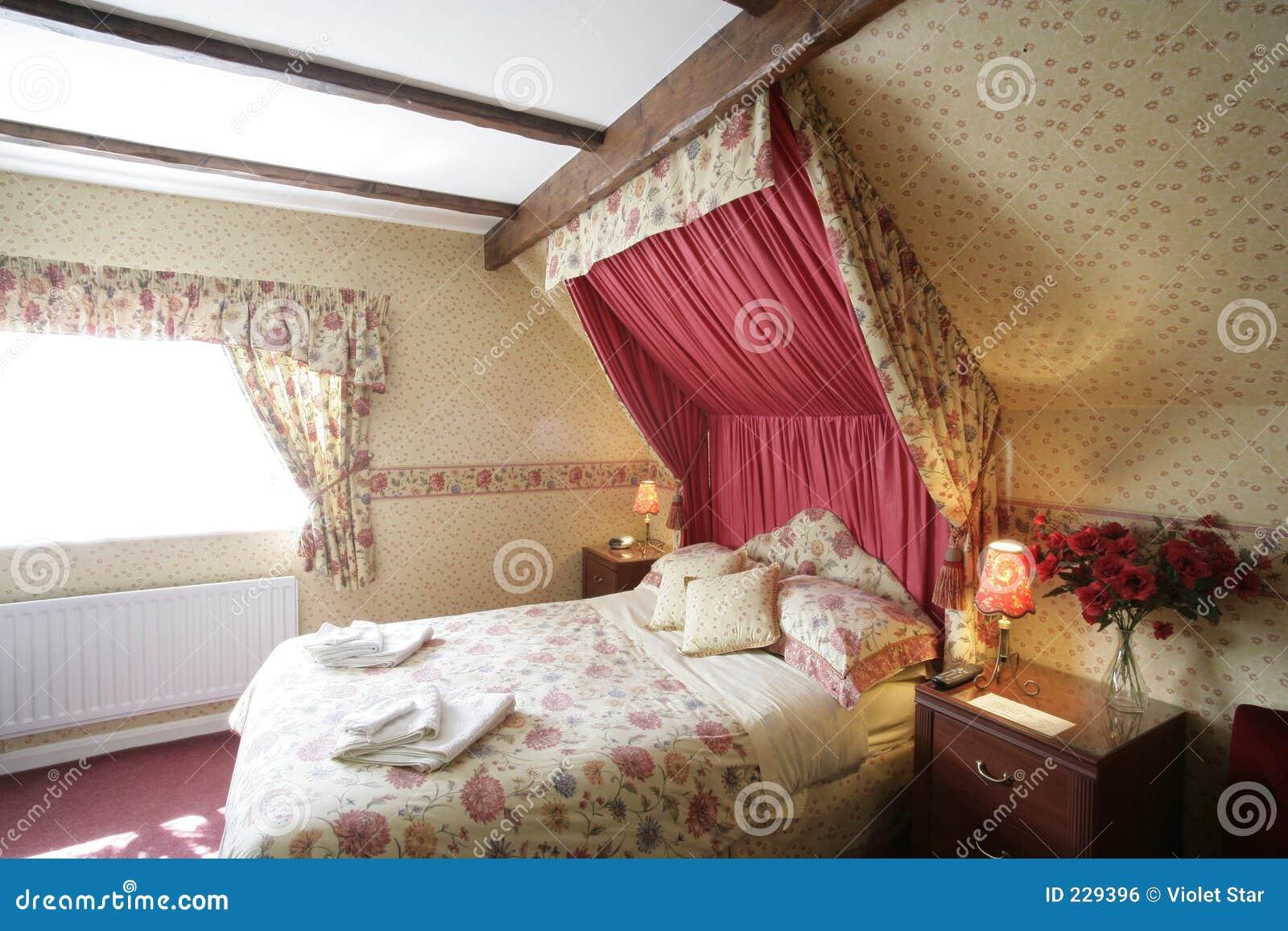 Schlafzimmer stockfoto. Bild von romantisch, romanze, bett - 229396