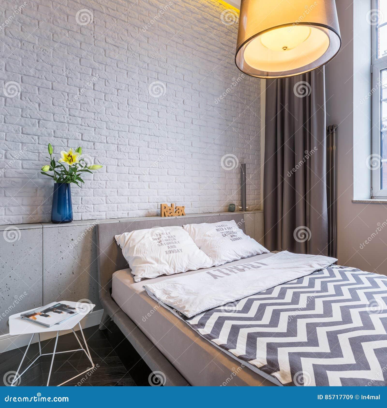 Schlafzimmer Mit Fenster Und Bett Stockbild Bild Von Bett Fenster 85717709