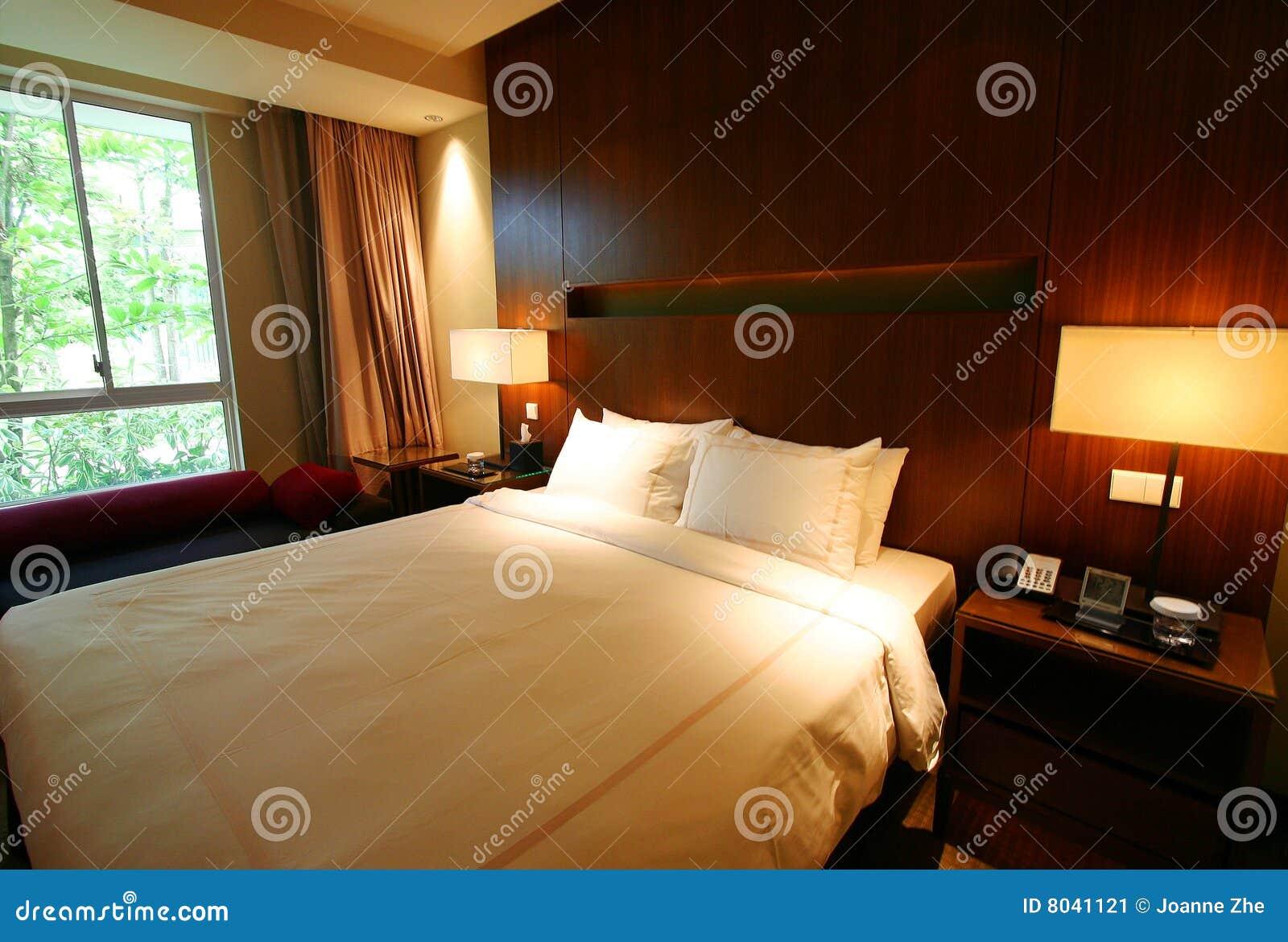 Schlafzimmer mit Gartenansicht