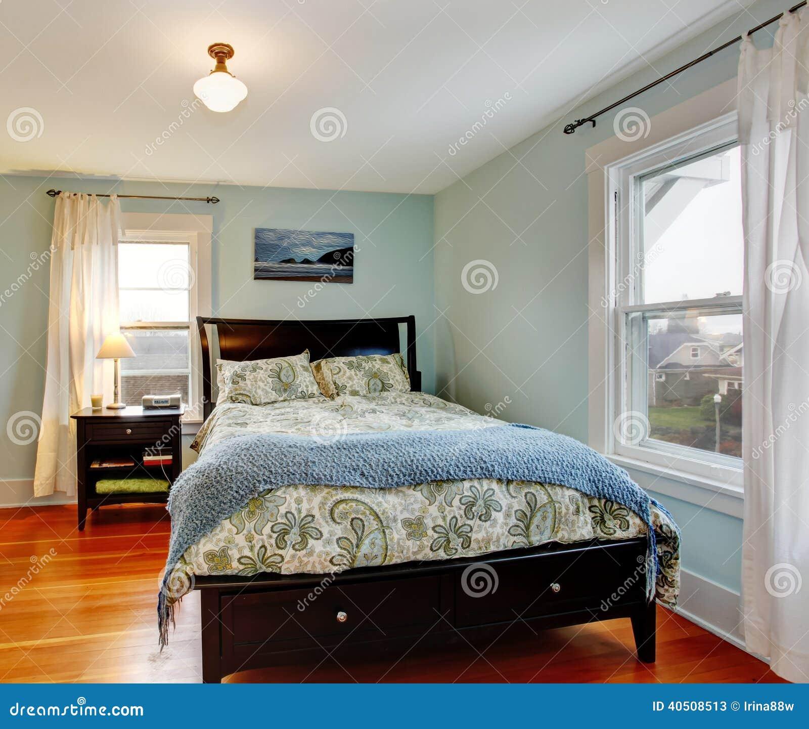Schlafzimmer Mit Schwarzen Möbeln Stockbild - Bild von architektur ...