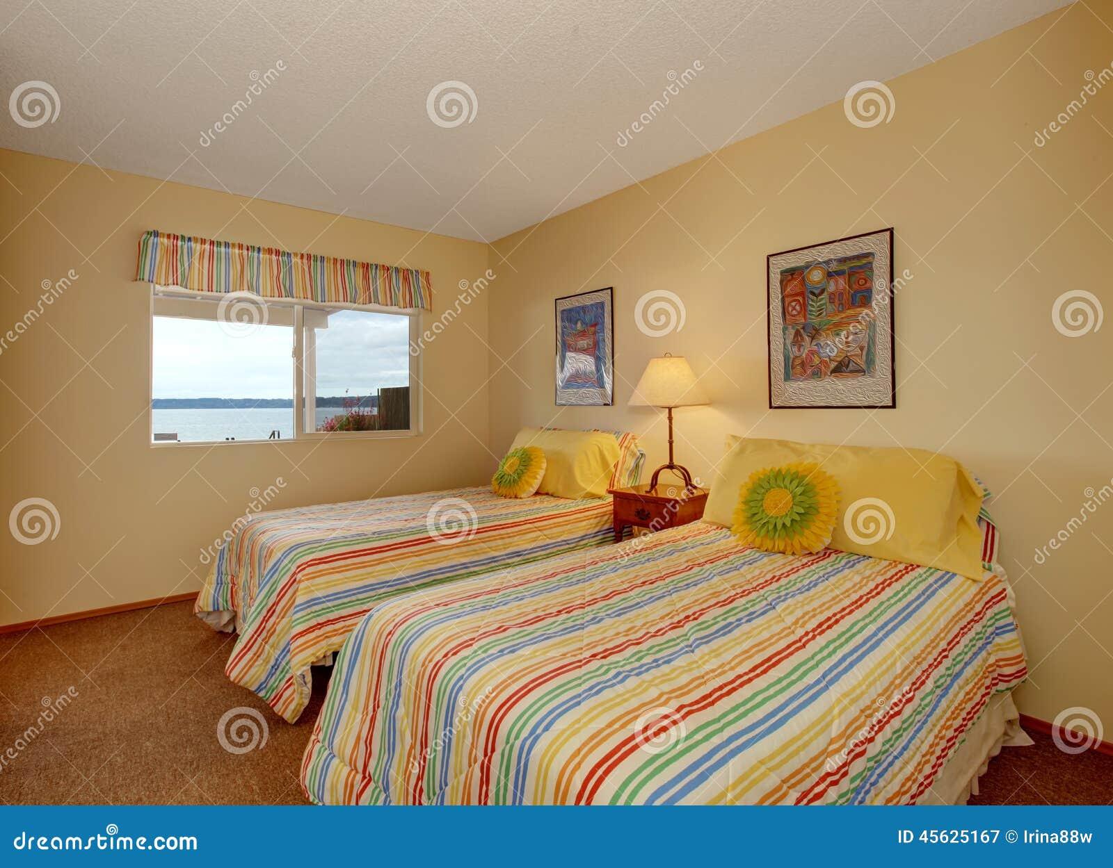schlafzimmer mit einzelbett norma bettw sche schlafzimmer hellgrau sterntaler 80x80 m bel kraft. Black Bedroom Furniture Sets. Home Design Ideas