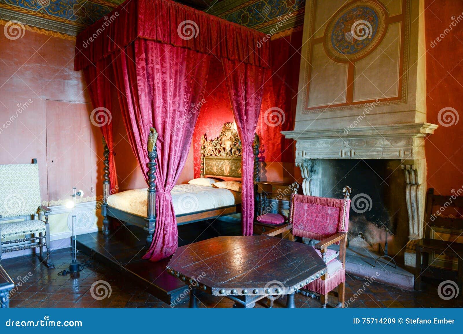 Schlafzimmer Von Gradara-Schloss Auf Marken, Italien Redaktionelles ...