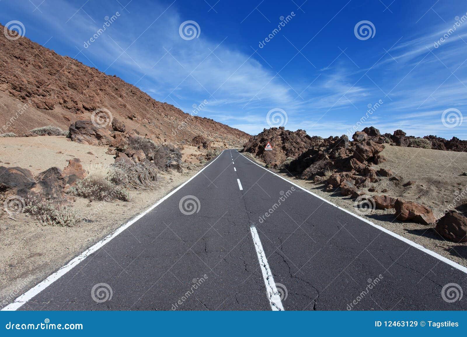 Download Schlagen Sie die Straße stockbild. Bild von relax, wüste - 12463129