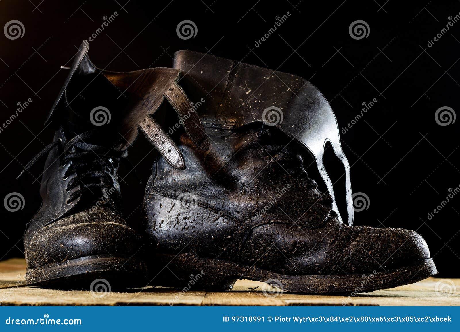 Schlammige Alte Militärstiefel Schwarze Farbe Schmutzige Sohlen