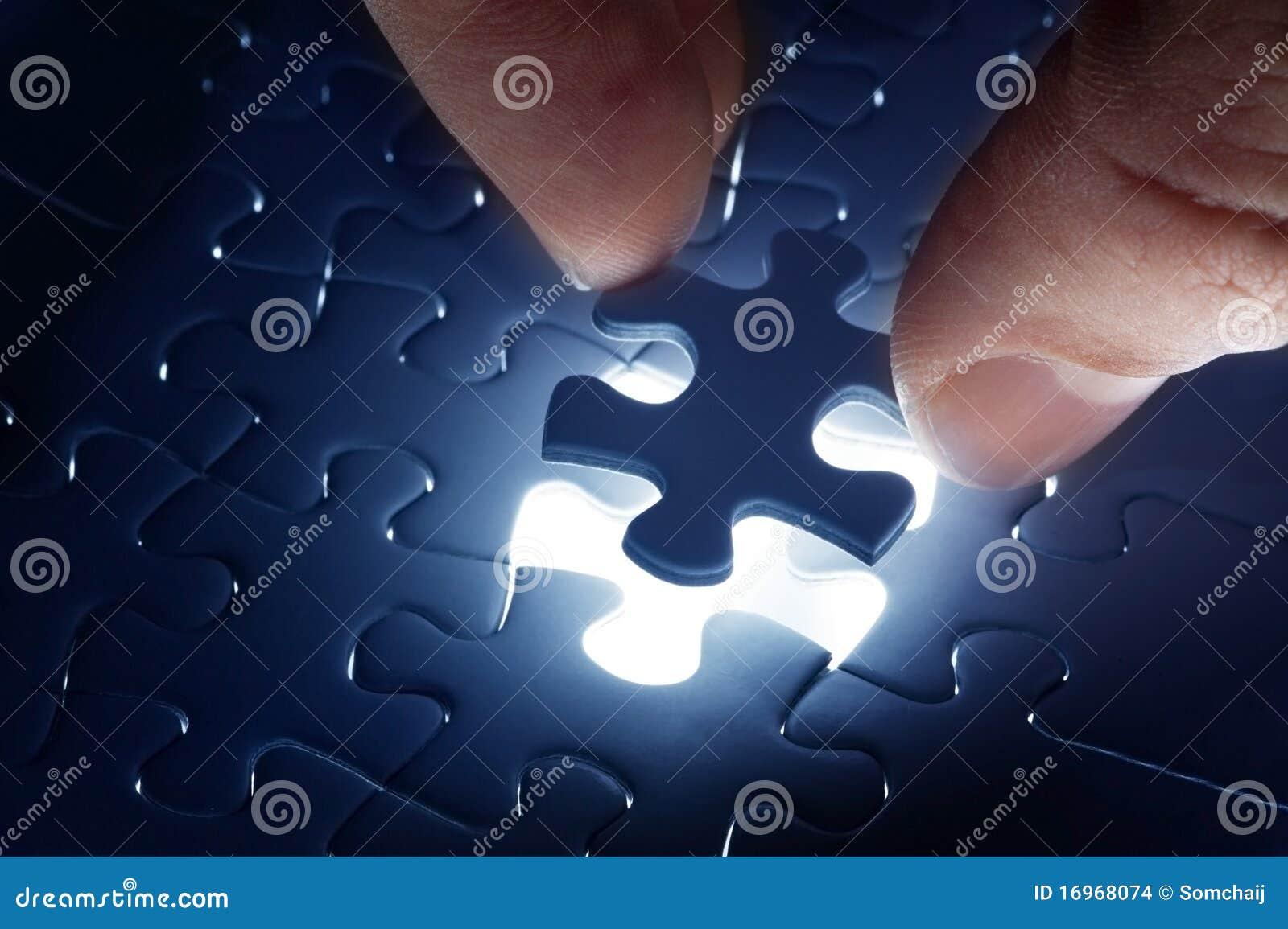 Schließen Sie fehlendes Puzzlen ab