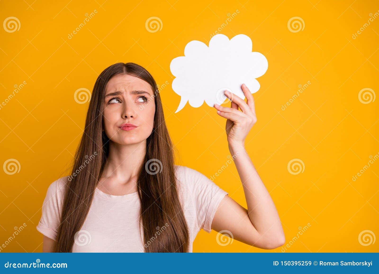 Schließen Sie oben das schöne Foto sie ihre Dame, sehr, das lange Haargriff-Handarm-Papiersinneswolke nicht sichere Positionssitu