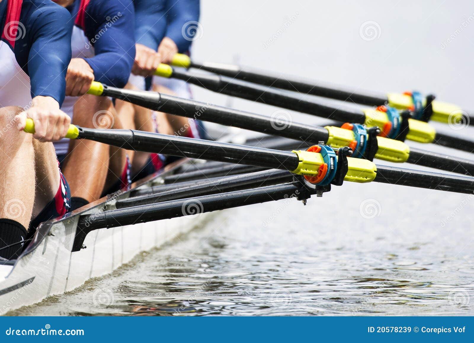 Schließen Sie oben vom Rudersportteam der Männer