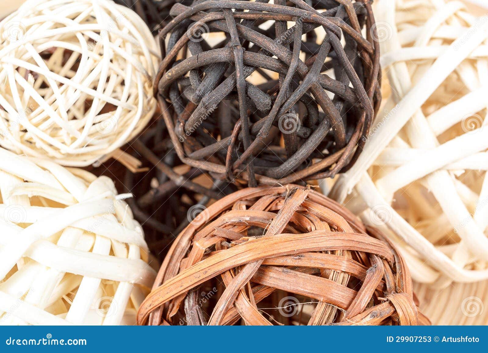 Schließen sie oben von den dekorativen aus weiden geflochtenen