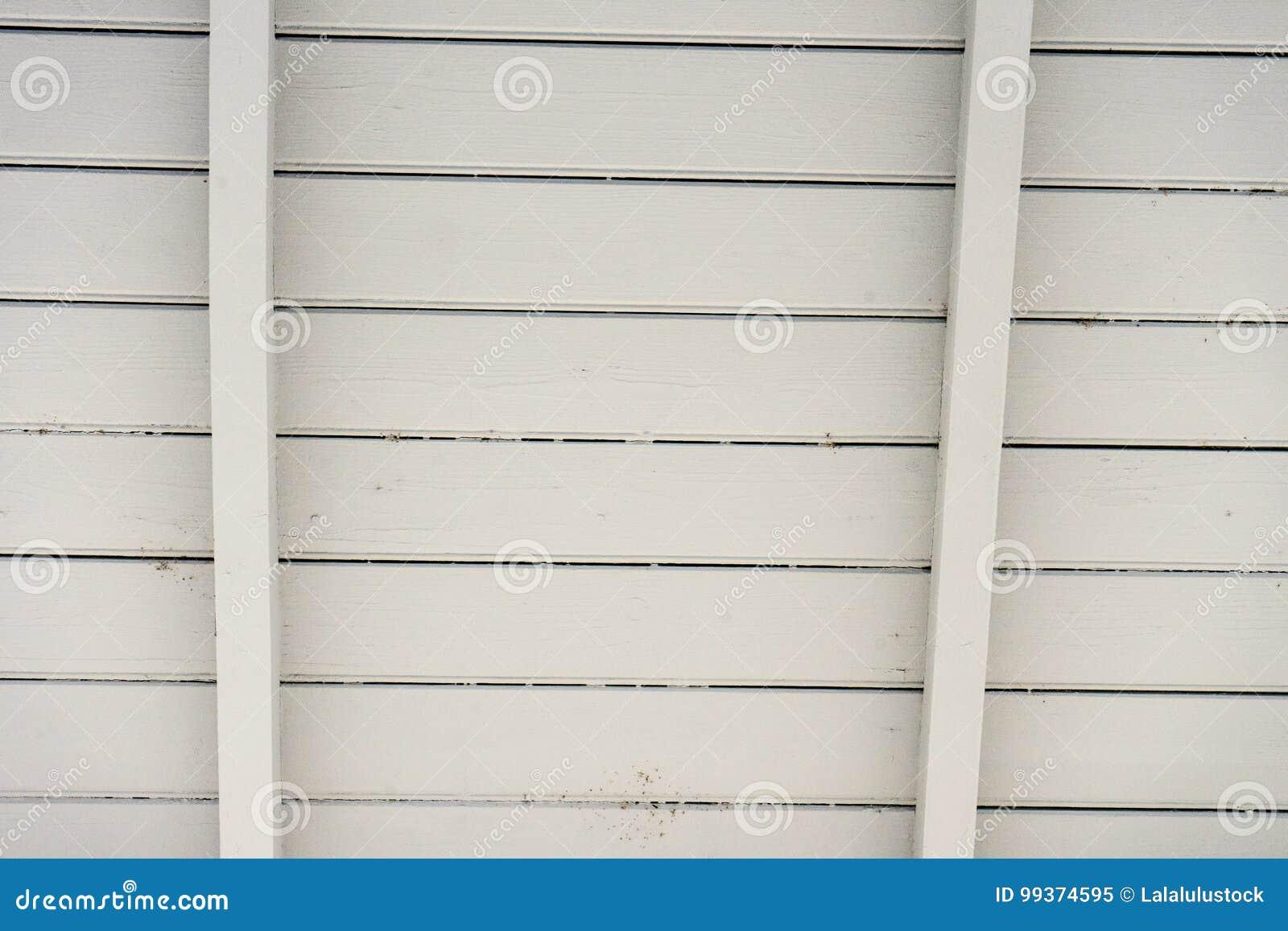 Schliessen Sie Oben Von Der Weissen Holzernen Dachkonstruktion