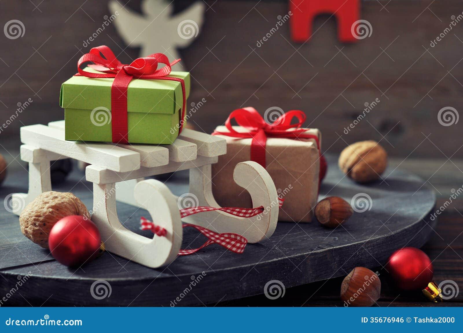 Schlittenspielzeug Mit Geschenkboxen Stockfoto - Bild von dekor ...