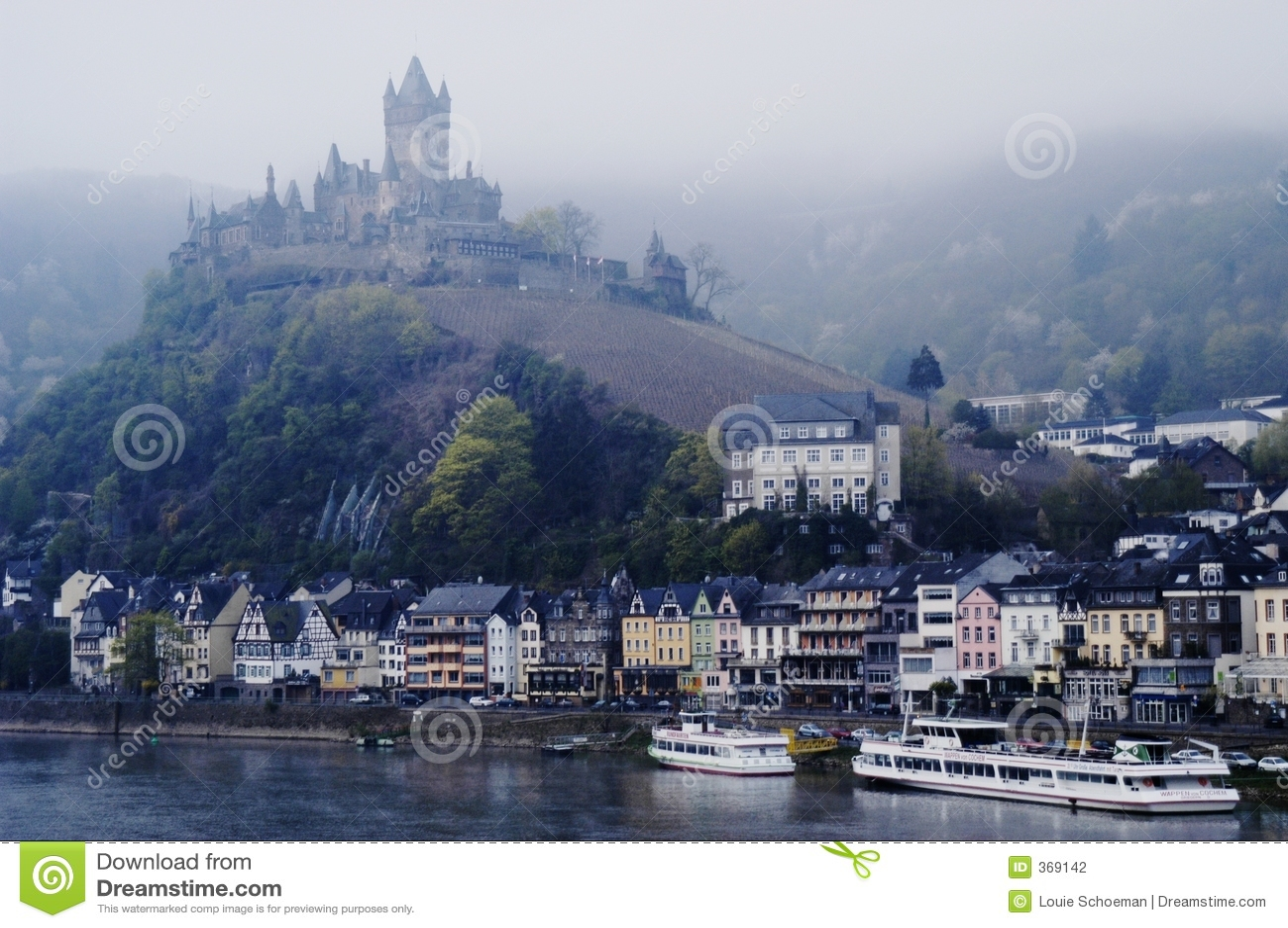 Schloss bei Cochem auf Mosel-Fluss, Deutschland