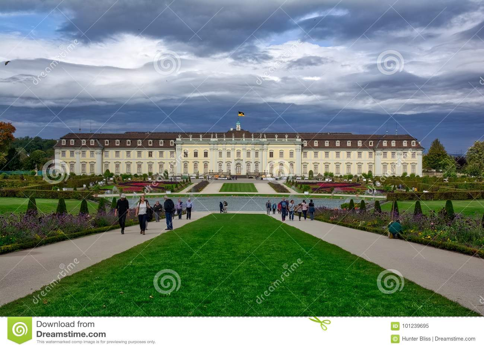 Schloss Ludwigsburg decorato per il festival Autumn Octobe della zucca