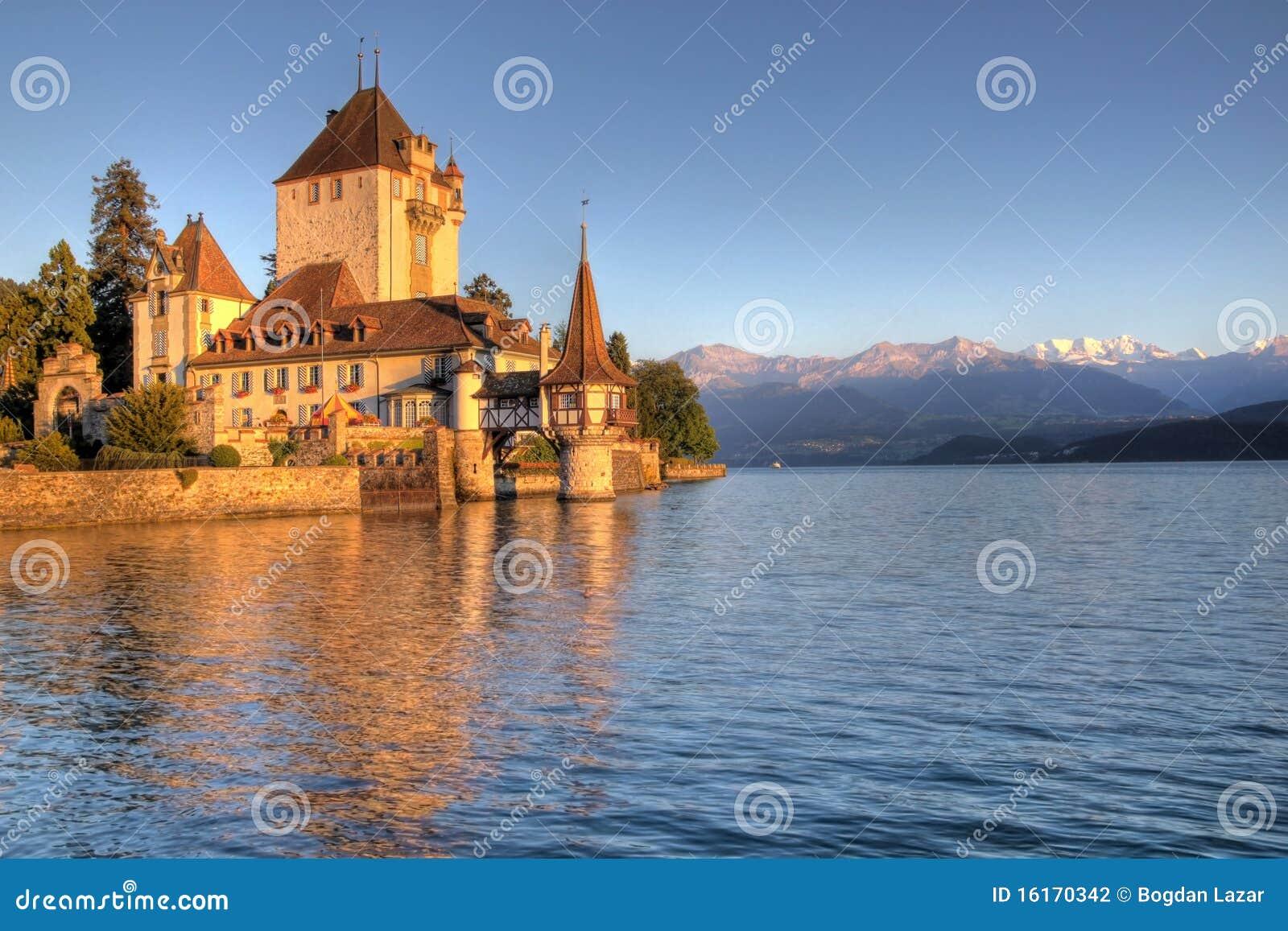 Schloss Oberhofen sul lago Thun, Svizzera