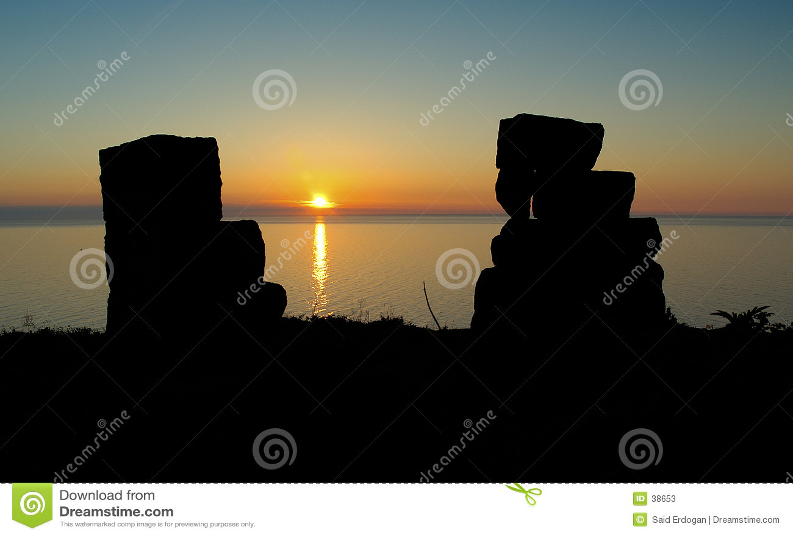 Schloss-Ruinen am Sonnenuntergang
