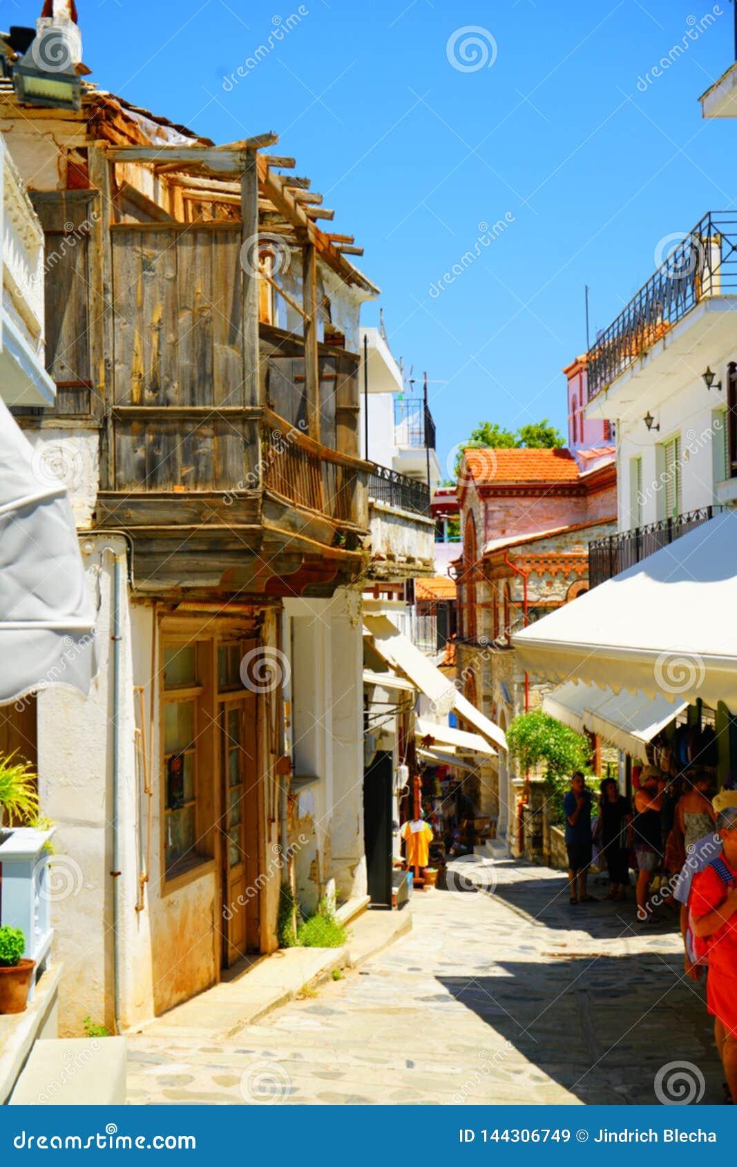 Schmale Straßen von Skopelos-Stadt, Griechenland