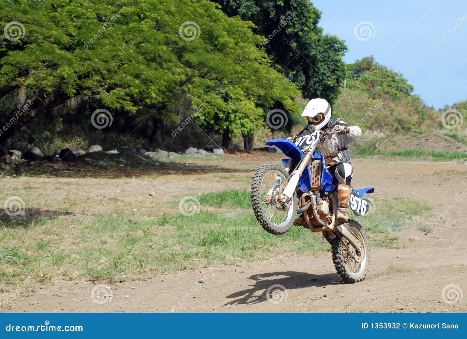 Schmutz-Fahrrad Wheelie