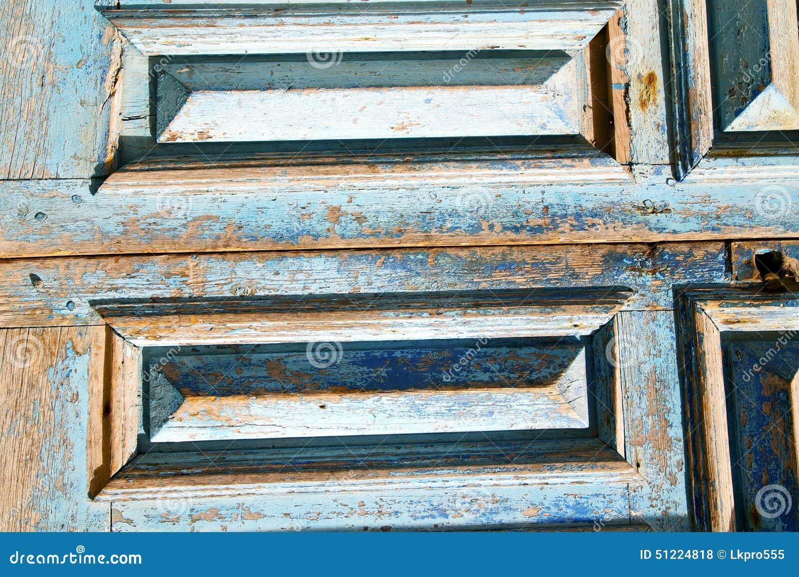Schmutzige Farbe Der Rostige Nagel Der Blauen Tür Stockfoto - Bild ...