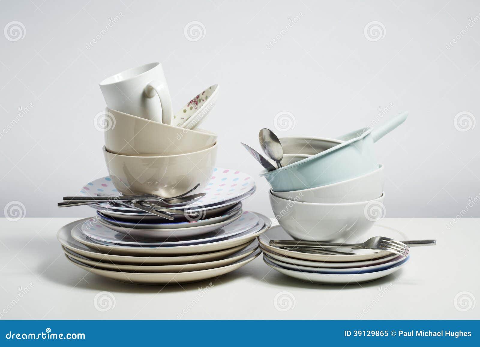 Schmutzige Teller Auf Weißem Hintergrund Stockfoto  Bild  ~ Geschirr Natur