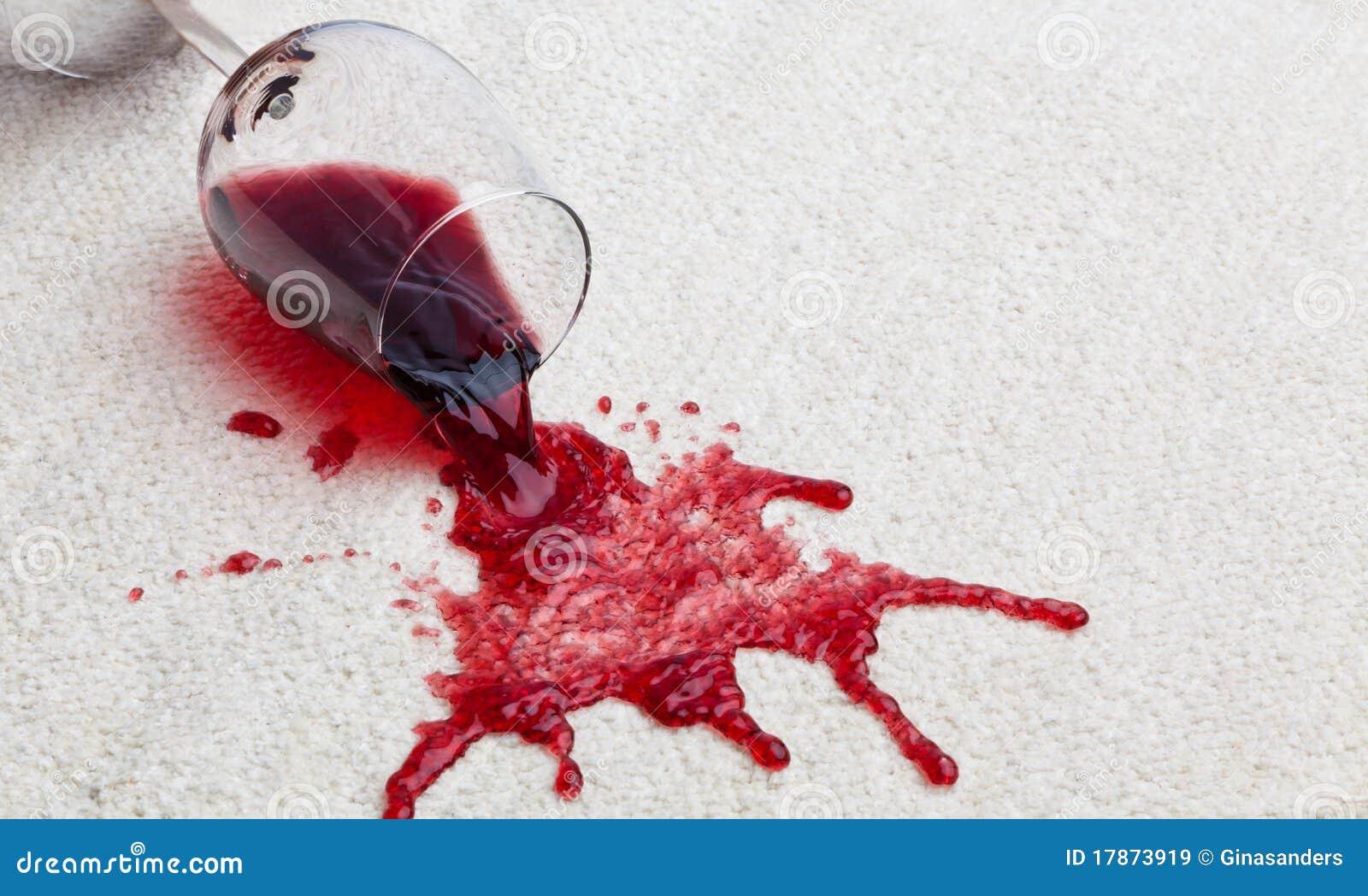 Schmutziger Glasteppich des Rotweins.