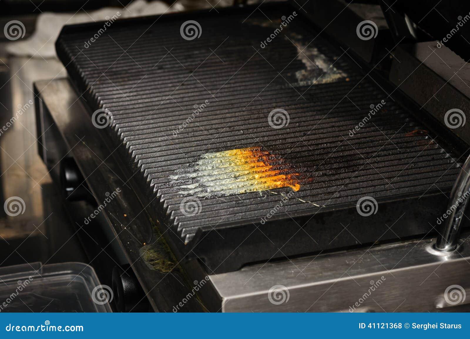 Schmutziger Kuchengrill Stockfoto Bild Von Heiss Unordentlich