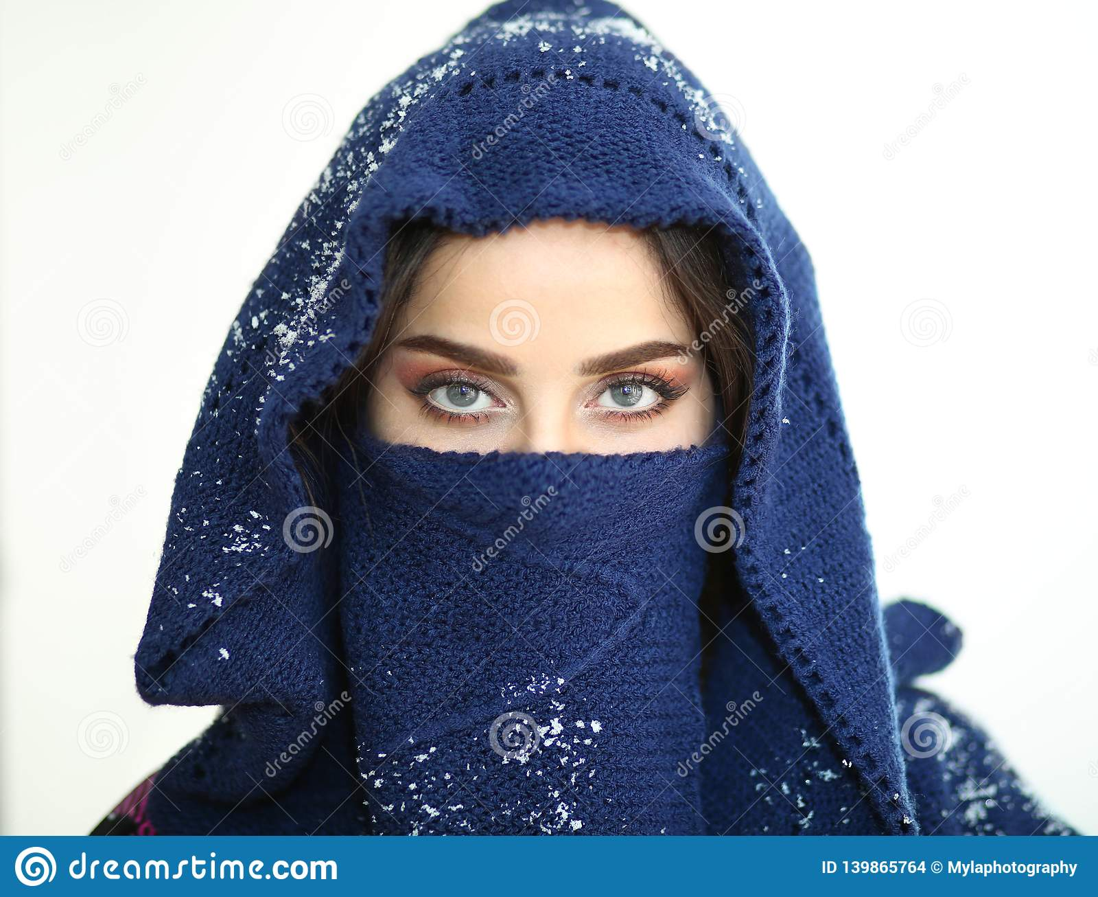 Schnee-blaue Augen-Engel