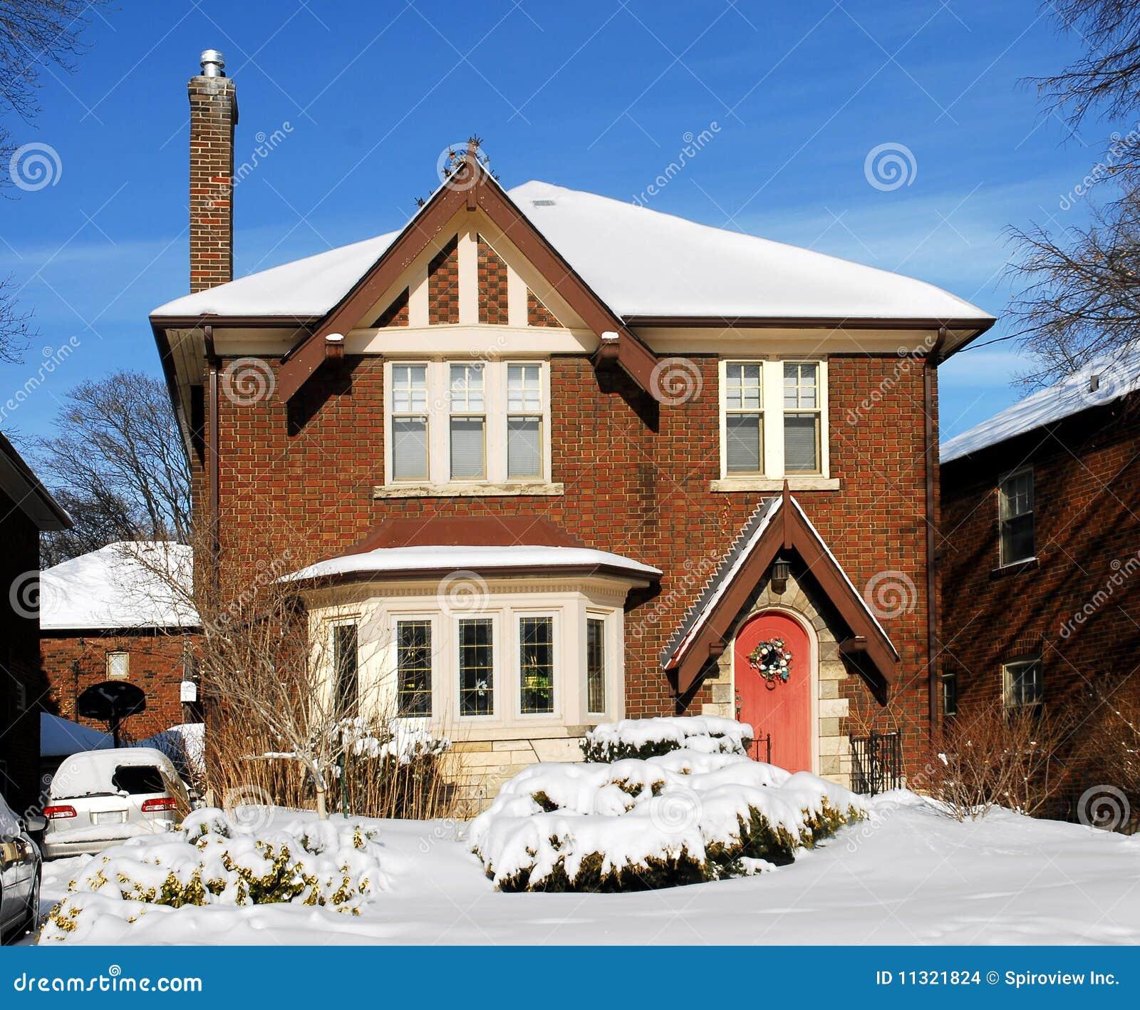 Schnee deckte Haus ab