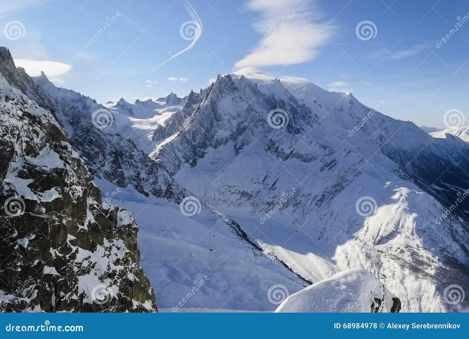 Schneebedeckte alpine Steigungen La vallée blanche