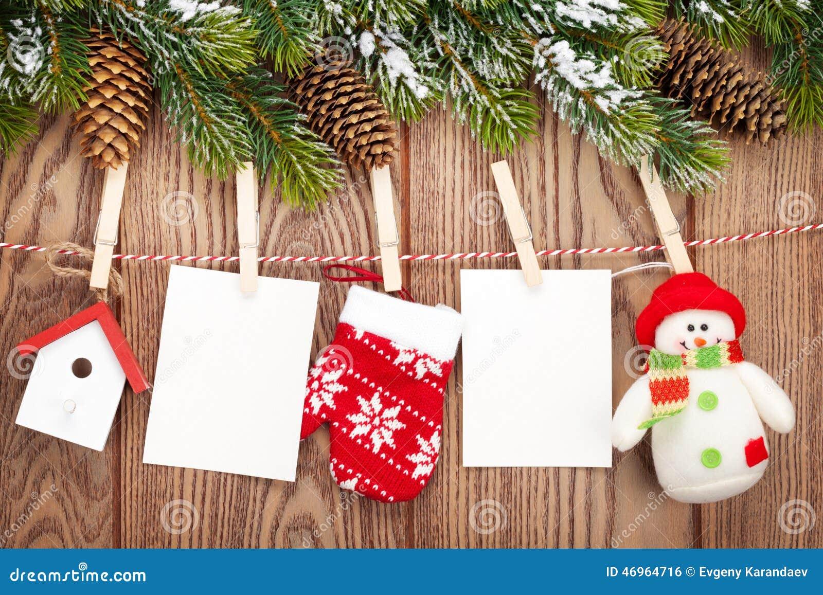 Schneetannenbaum, Fotorahmen Und Weihnachtsdekor Auf Seil über Rus ...